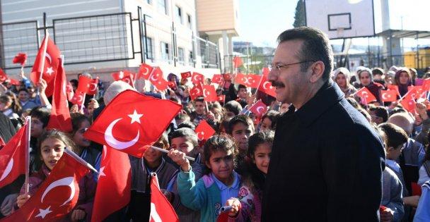 Valisi Aksoy'dan öğrencilere mesaj