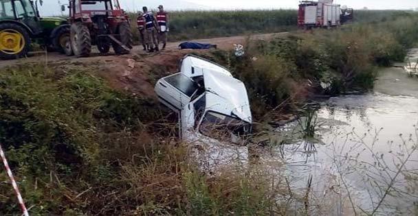 Virajı alamayan araç su kanalına düştü
