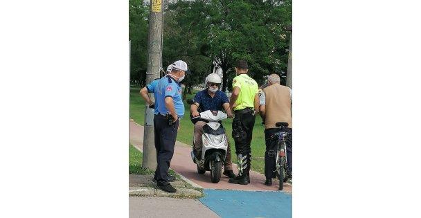 Yürüyüş yolunu kullanan motosikletlere geçit yok